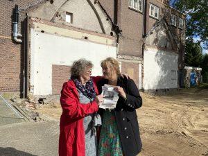 55 jaar oude brieven gevonden na sloop Theo Thijssenschool: 'Dat ik dit nog mag meemaken'